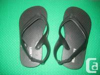 Black Old Navy Flip disaster Sandals - Dimension 7 -