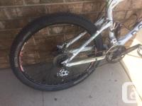 Medium frame 26 inch wheels Fork- Rock Shox SDifd