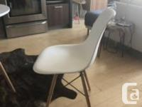 Beautiful Modern Table and chairs Table: 30� wide and