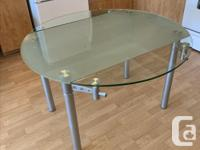 Selling dining/table table with drop leaves. It is in