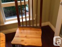 Solid pine dining room set. Excellent condition Table