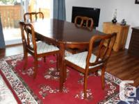 Dining Room table and 4 matching chairs, cherry wood,