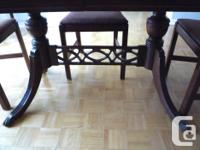 - Duncan Phyfe solid wood table - 5 chairs with