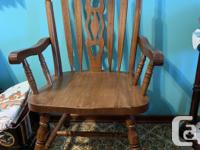 Beautiful oak dining room table with 2 arm chairs and 4