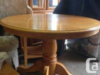 Dining room table with two leafs and 4 chairs