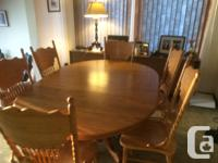 Oak Dining Room Table 6 chairs Excellent condition