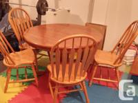 Up for sale is round dining table and 6 chairs with