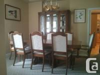 Oak dining collection consists of 8 chairs (2 w / arm