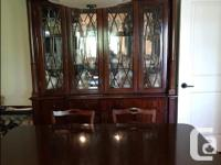 Dinning room table and 8 chairs, red mahogany, table