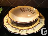 This is a set of 4 attractive scallop design dishes but