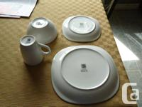 QUADRO DISHES - NO CHIPS - WHITE CUP/BOWL/SIDE/DINNER