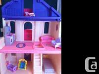 Step 2 Doll house ... excellent condition .. comes with