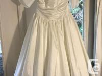 Beautiful vintage style dress, tea length and has