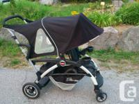 Double Stroller that adapts to match your growing