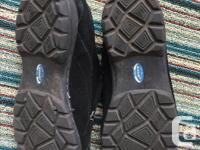 In excellent, lightly used condition. These Dr Scholl's