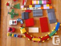 Large set of Duplo blocks includes: base plate