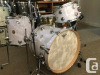 Traditional bop-sized 3-piece shell pack. Maple shells