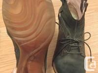 Dark green leather boots with shoelace detailing -