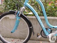 Blue women's Townie bike with 21 speeds and front
