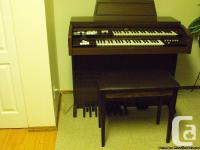 Electronic organ with bench. excellent condition, dual