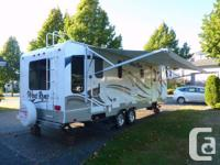 . This no compromise 29 foot, 2011 Windriver 250CKS