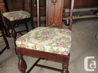 THIS DINING TABLE AND CHAIRS ARE IN MATCHING OAK. THE