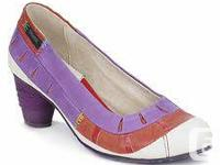 Dkode orange, white and also purple court footwears