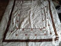 Estex Twin Bedspread with 3 pillows and 2 shams --- >>