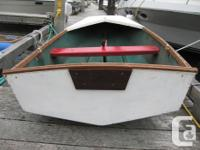 Rowing / sailing dinghy,tender. Has dagger board to