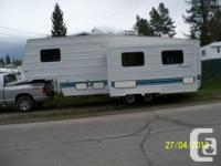 32 Ft. 1996 Fifth wheel. Awning, air cond, queen bed,