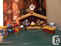 "Star Lights Up, Set Plays ""Away in the Manger"" Figures"