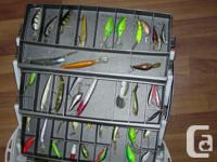 Selling fishing lures ,42 items with box,plus eye-