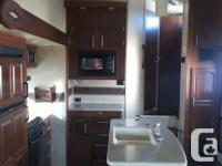 Beautiful 5th wheel with a spacious upstairs and