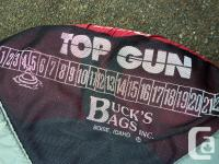 "Buck's Bags float tube "" Top Gun "" with Outcast fins"