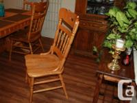 For Sale this beautiful oak dining room set . This is a