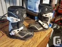 Fox comp 5 kids boots size 10 (3-5) year old. great