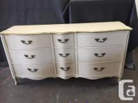 beautiful 9 drawer French Provincial dresser in great