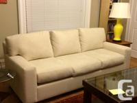 Gorgeous freshly purchased Structube sofa available!