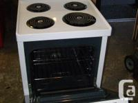 "24"" White Frigidaire Apartment Size Range in as new"