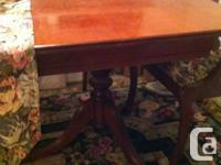 Beautiful traditional Duncan Fyfe diningroom table. In
