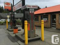 Sq Ft 1000 $3500 a month gas station for rent 1000