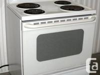 GE Stove  White wrinkle finish Very Good condition Very