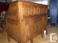 Beautiful antique Roll Top Desk, solid oak, in very