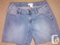 Ladies Alfred Sung Jean Shorts in great condition.Size