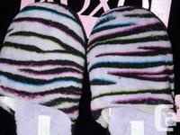 LEVI'S Denim Girls Capri's Size 7 and LEVI'S White