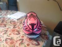This helmet is in excellent condition. This Zox helmet