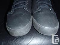Globe Los Angered Low Skate Shoes , size 11, black on
