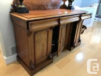 Moving Sale: Beautiful oval Antique table with 2