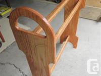 THIS SOLID OAK QUILTSTAND IS 29 INCHES WIDE, 10 INCHES