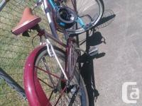 - 6 gears - Kenda whitewall tires - basket - very good